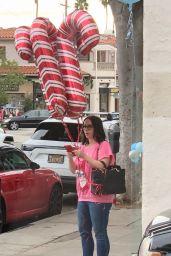 Jennifer Love Hewitt - Purchasing Candy Cane Balloons in Santa Monica 12/18/2019