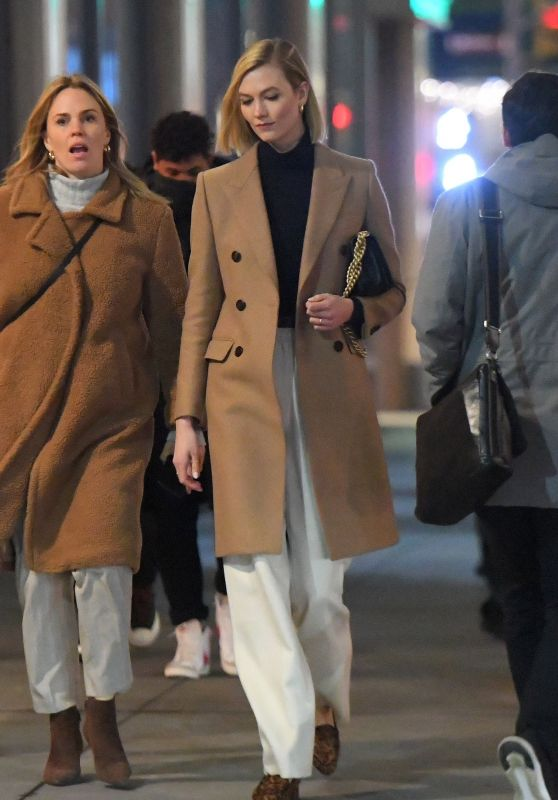 Karlie Kloss - Out in New York City 12/12/2019