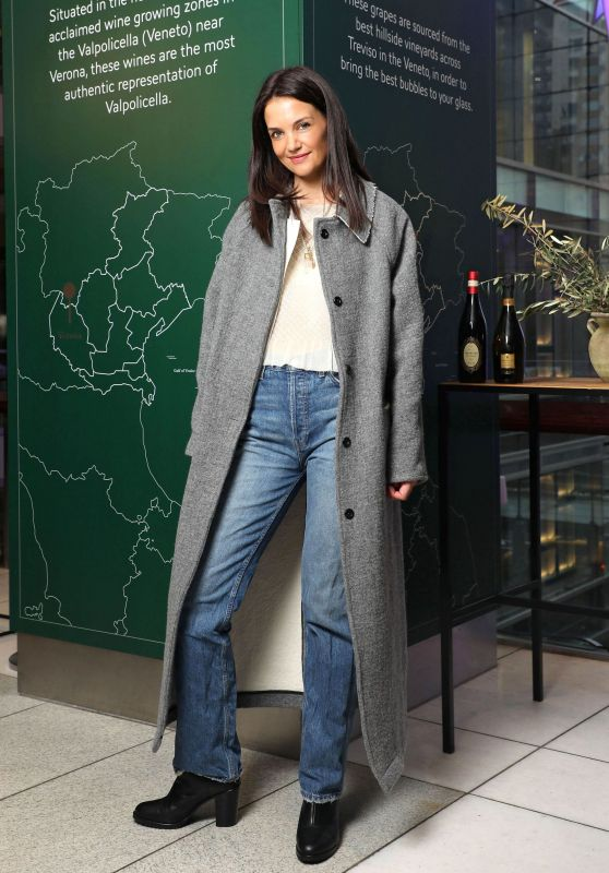 "Katie Holmes - Frederick Wildman Wines ""Wrappy Hour"" Event in NY"