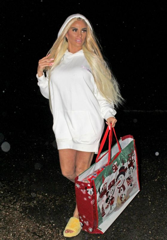 Katie Price - Returns Home From Christmas Shopping 12/22/2019