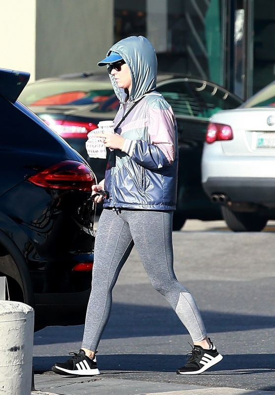 Katy Perry at a Starbucks in Hollywood 12/10/2019
