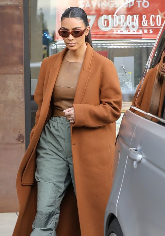 Kim Kardashian - Last-minute Christmas Shopping in Woodland Hills 12/24/2019