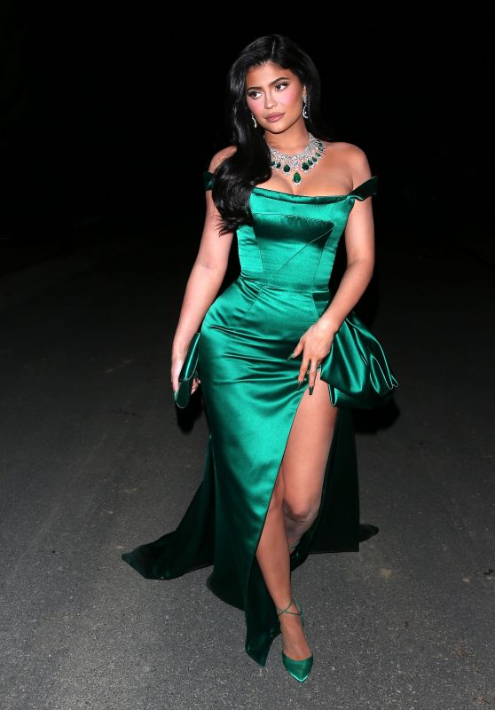Kylie Jenner Night Out Style - LA 12/26/2019