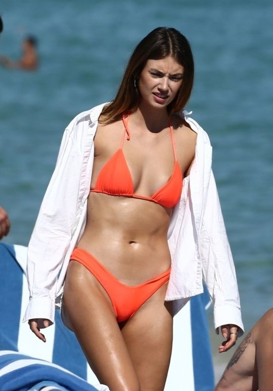 Lorena Rae in a Bikini on the Beach in Miami Beach 12/08/2019