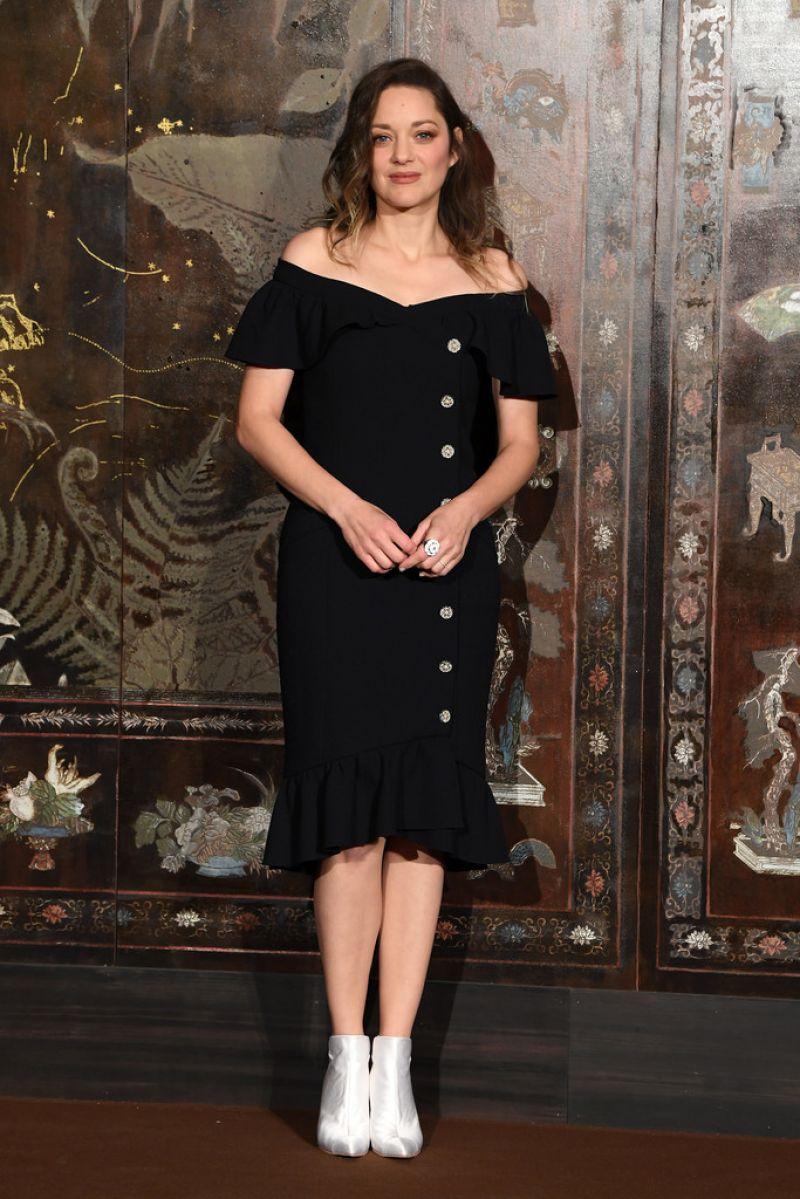 Marion Cotillard Chanel Metiers D Art 2019 2020 Show In Paris