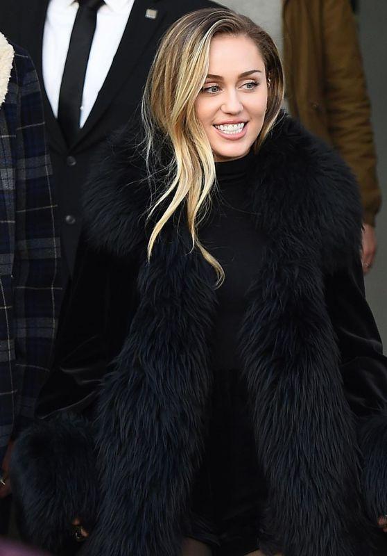 Miley Cyrus - Social Media 12/25/2019