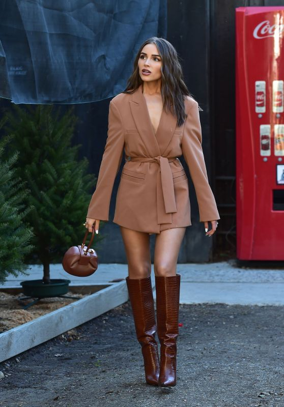 Olivia Culpo - Shopping for a Christmas Tree in Los Angeles 12/12/2019