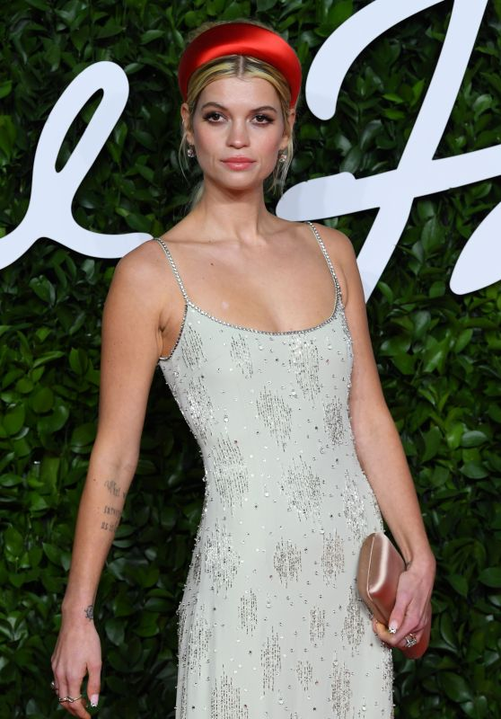 Pixie Geldof – Fashion Awards 2019 Red Carpet in London