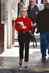 Reese Whiterspoon - Stops By a Local Bookstore in Brentwood 12/05/2019