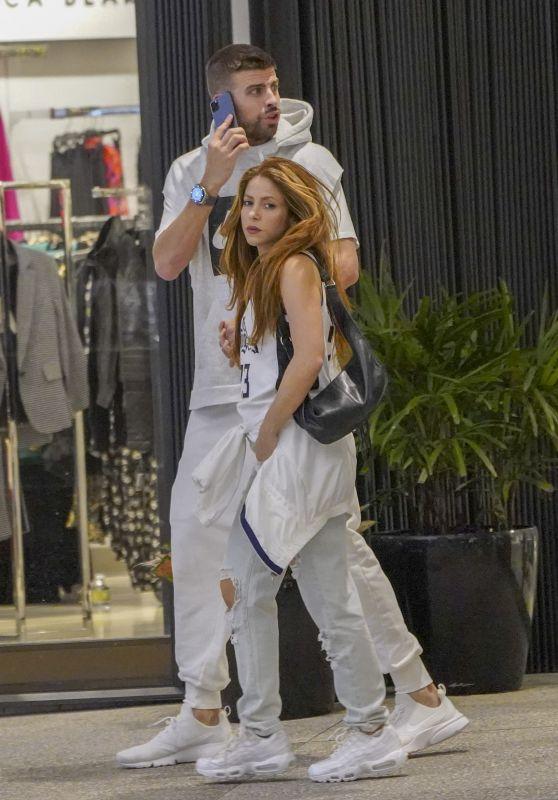Shakira and Gerard Piqué - Christmas Shopping in Miami 12/23/2019
