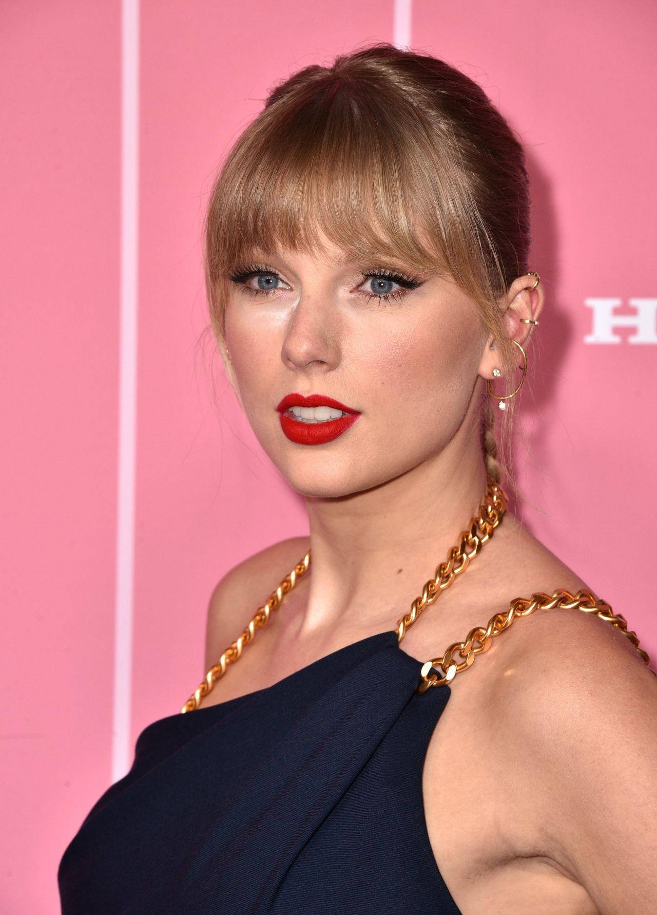Taylor Swift beautiful at Billboard Women in Music Awards ...