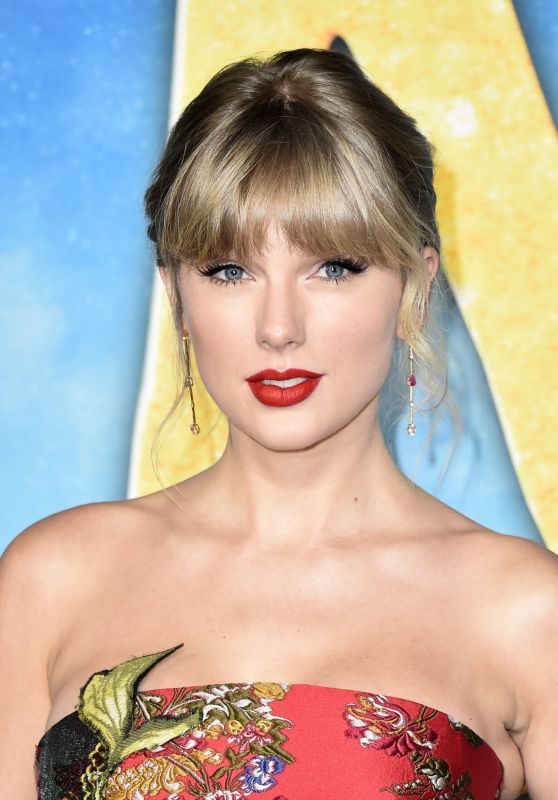 "Taylor Swift - ""Cats"" Premiere in NYC"