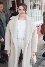 Alison Brie Cute Winter Style - Out in Park City  01/26/2020