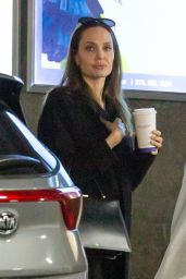 Angelina Jolie - Shopping in LA 01/05/2020
