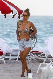 Annemarie Carpendale - Beach in Miami Beach 01/03/2020
