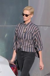 Charlize Theron Street Style 01/10/2020
