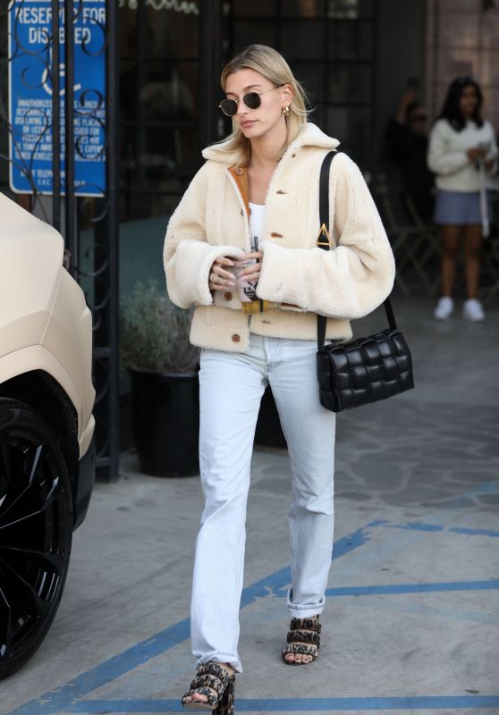 Hailey Rhode Bieber - Leaves Nine Zero One Hair Salon in LA 01/04/2020