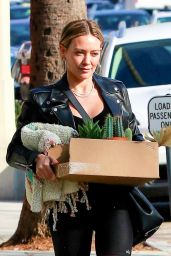 Hilary Duff in Leggings - Shops For Flowers and Succulents in Studio City 01/14/2020