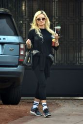 Holly Madison - Heads to the Gym 01/25/2020