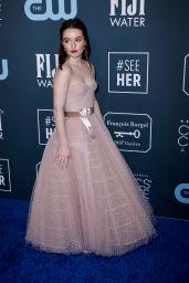 Kaitlyn Dever – Critics' Choice Awards 2020