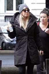 """Kaley Cuoco - """"The Flight Attendent"""" Set in Rome 01/13/2020"""
