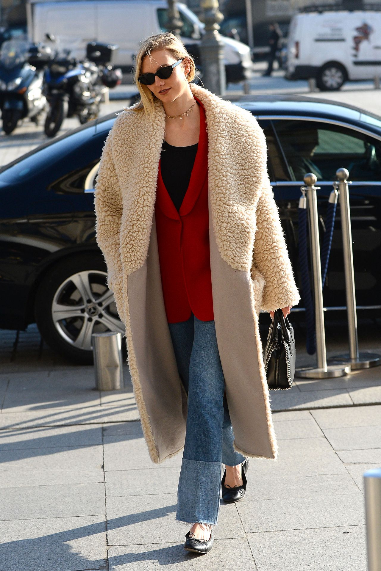Karlie Kloss Street Fashion Paris 01 22 2020