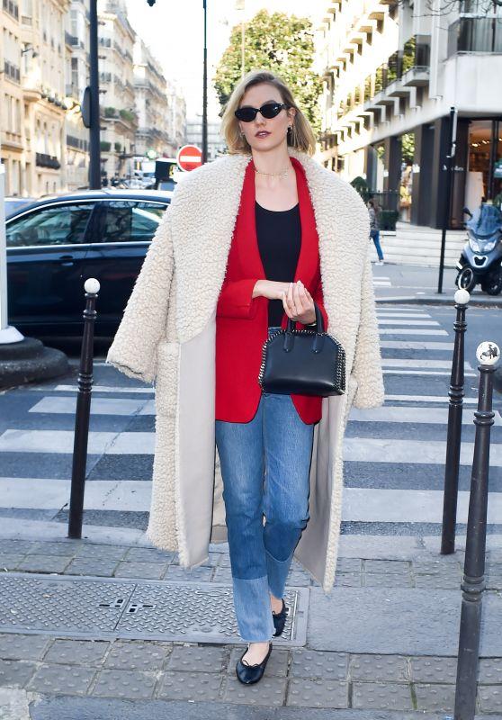 Karlie Kloss Street Fashion - Paris 01/22/2020