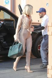 Khloe Kardashian - Arrives at Emilio