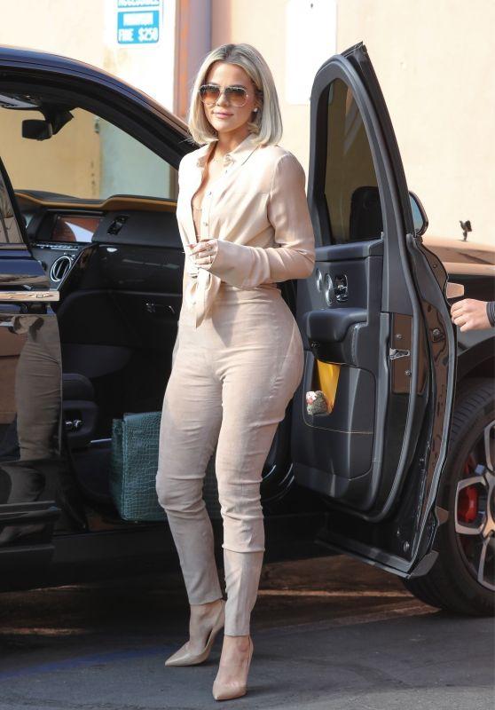Khloe Kardashian - Arrives at Emilio