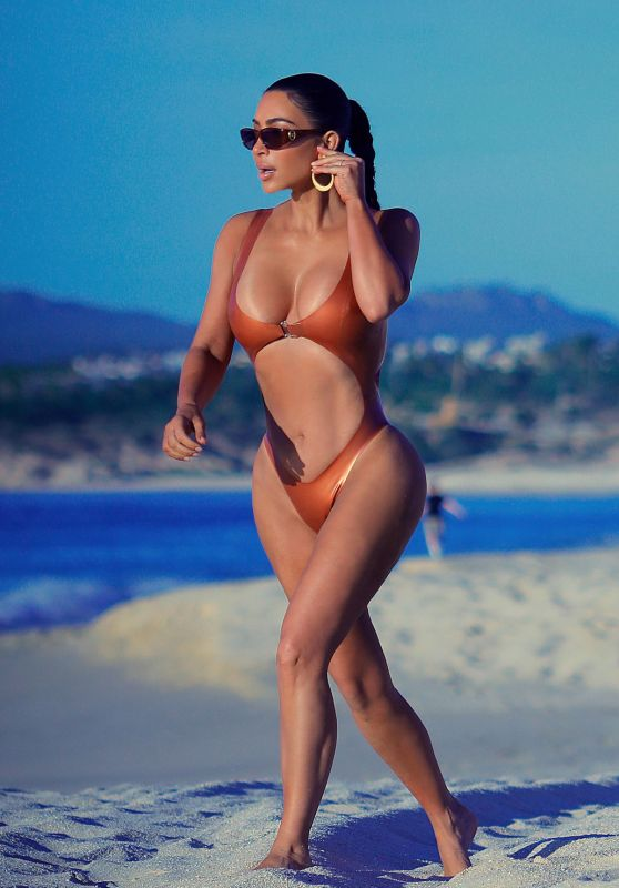 Kim Kardashian - Beach in Mexico 01/13/2020