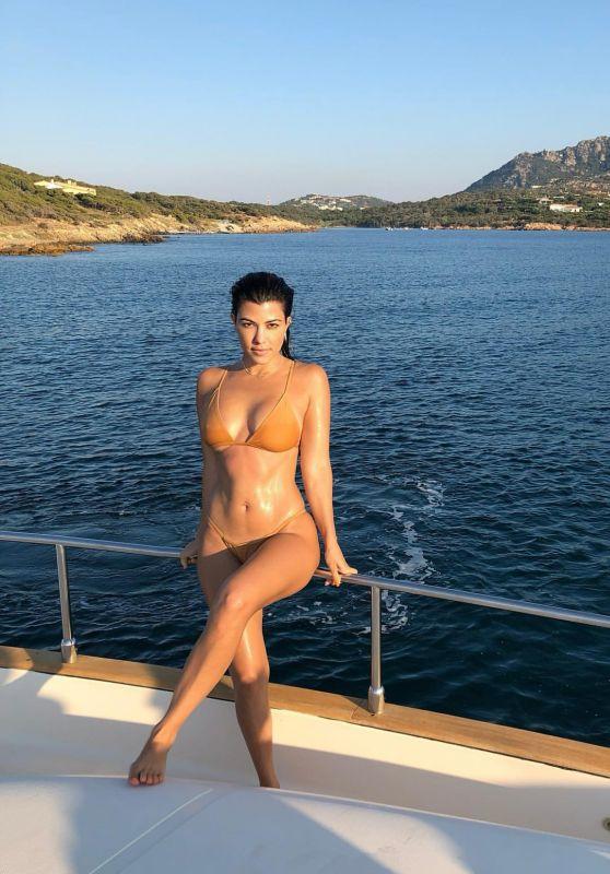 Kourtney Kardashian - Social Media 01/15/2020