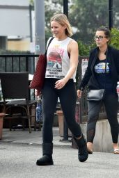 Kristen Bell – Heads to the Gym 01/27/2020