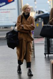 Samara Weaving at Heathrow Airport in London, December 2019