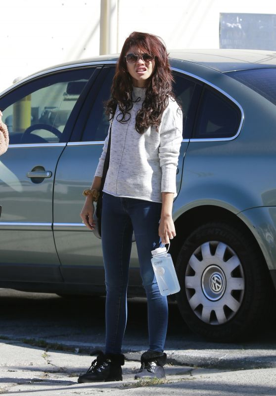 Sarah Hyland - Out in LA 01/29/2020