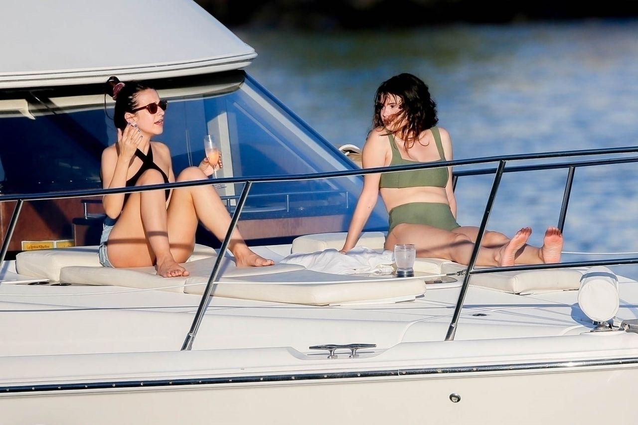 Selena gomez wedgie in bikini