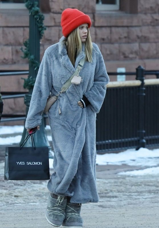 Sofia Richie Winter Street Style - Shopping in Aspen 12/30/2019