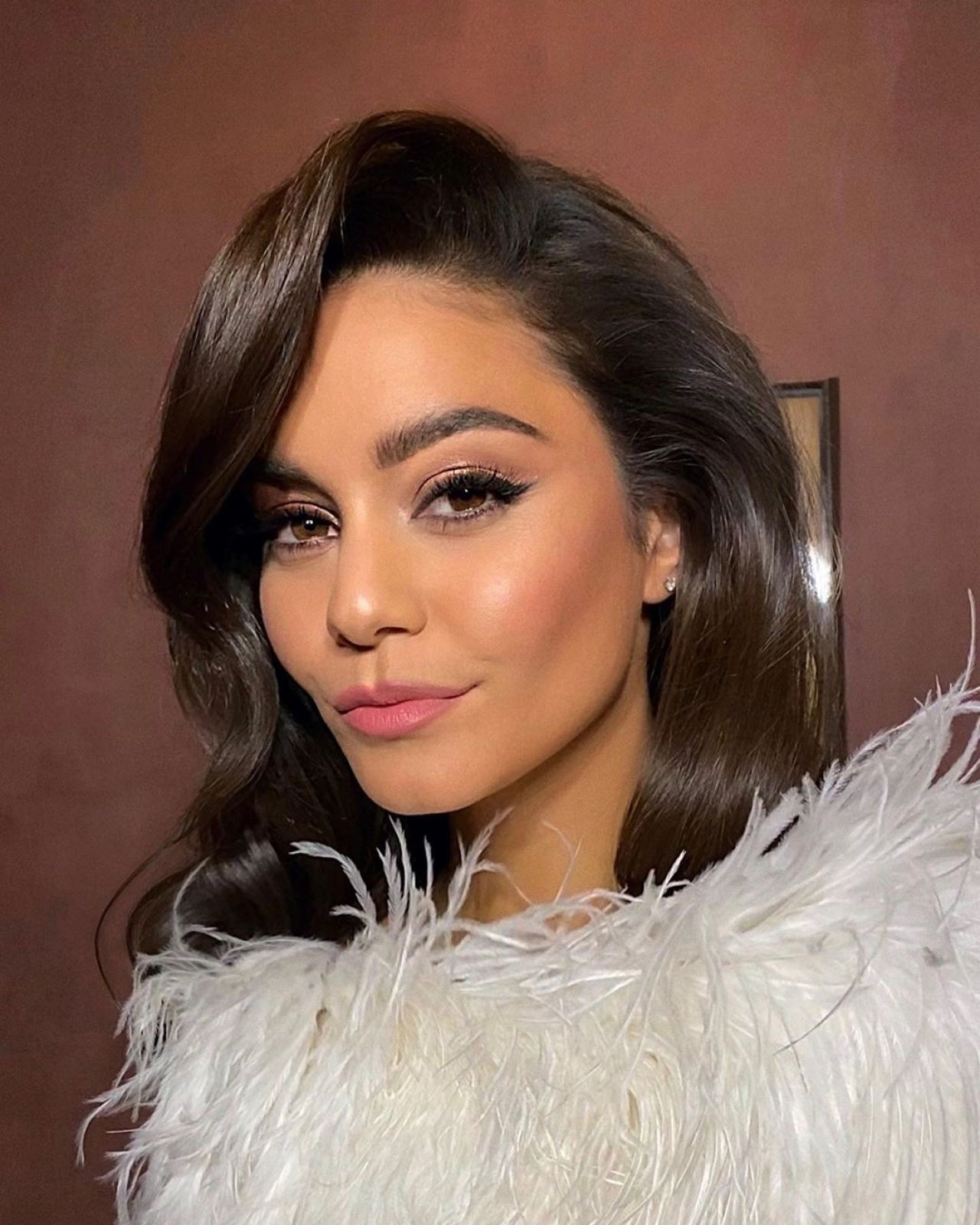 Vanessa Hudgens gorgeous selfies and sexy video. She is so so fucking hot