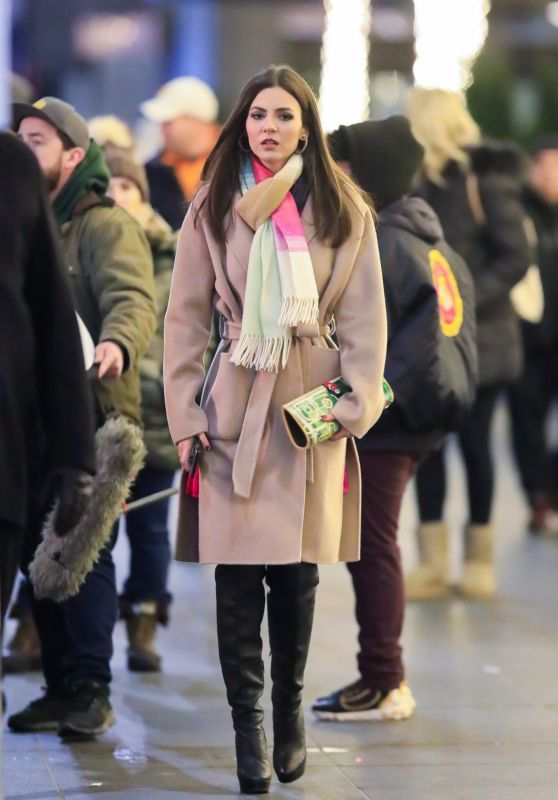Victoria Justice - Filming in NYC 01/02/2020