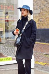 Amelia Windsor Street Style - London 02/23/2020