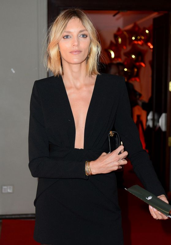 Anja Rubik - ART Performance Premiere in Warsaw 02/15/2020