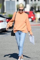 Charlize Theron Street Style 02/25/2020