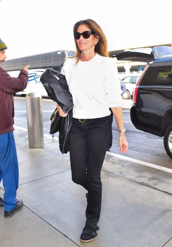 Cindy Crawford in Casual Outfit - LAX in LA 02/08/2020