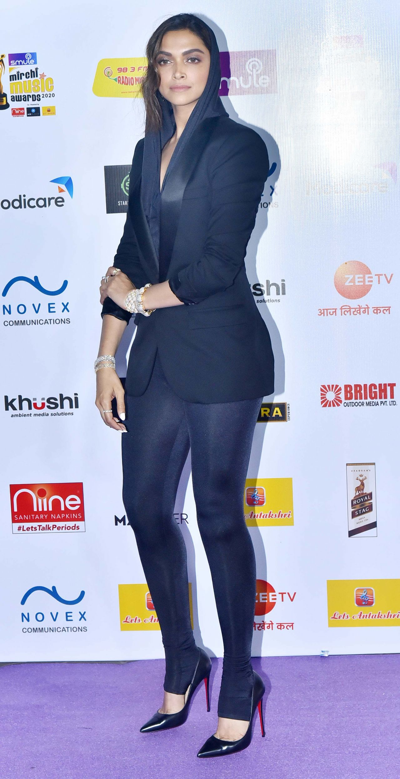 Deepika Padukone Style, Clothes, Outfits and Fashion ...
