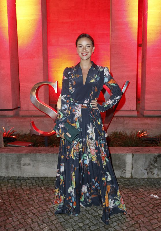 Janina Uhse – Berlinale 2020 Opening Night