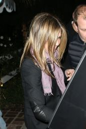 Jennifer Aniston - Leaving Sara Foster