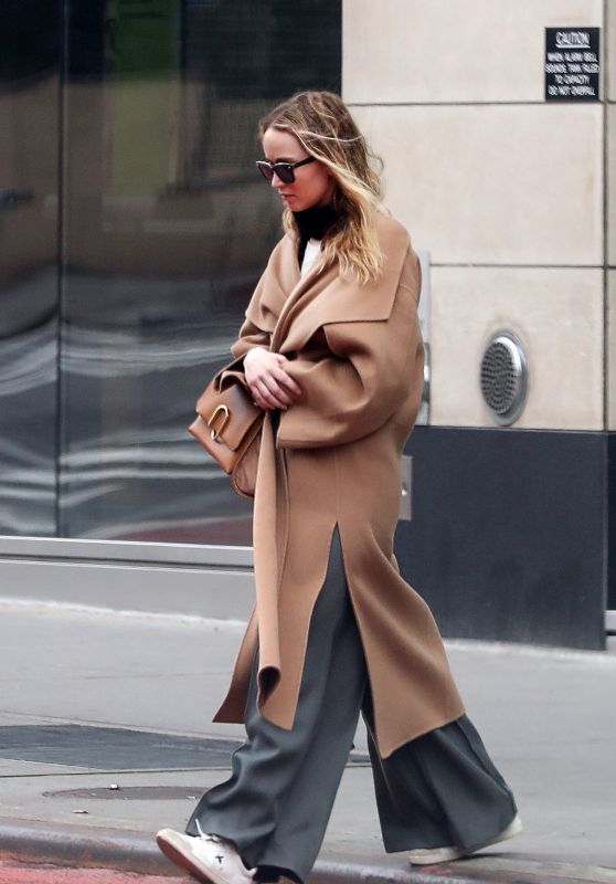 Jennifer Lawrence Style - Out in New York City 02/04/2020