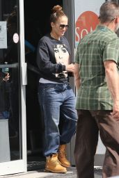 Jennifer Lopez in Casual Outfit 02/06/2020