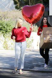 Jennifer Love Hewitt - Preparing for a Valentine