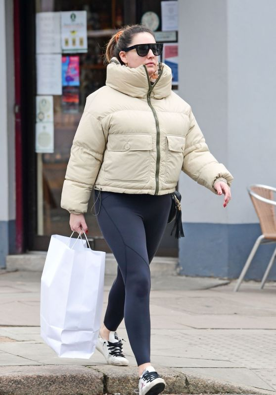 Kelly Brook - Shopping in London 02/26/2020