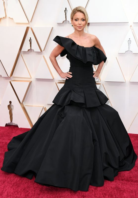 Kelly Ripa – Oscars 2020 Red Carpet